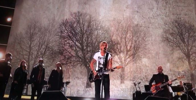 "Watch: Keith Urban Crushes ""To Love Somebody"" For The Bee Gees Tribute"